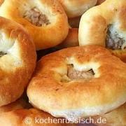 Beljaschi: fritierte Teigtaschen mit Fleischfüllung